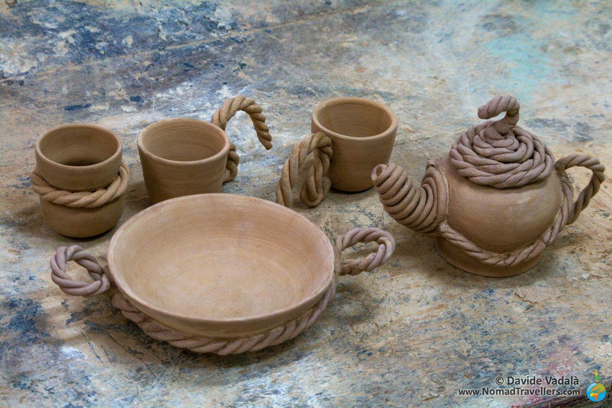 A ceramic tea set shaped arounf the theme of ropes