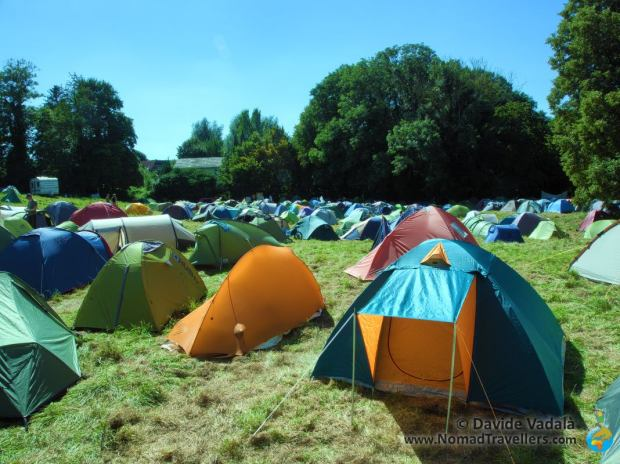 "The camping ground divided into ""barrios"""