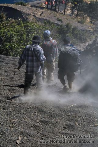 The dust raised at the passage of other trekkers