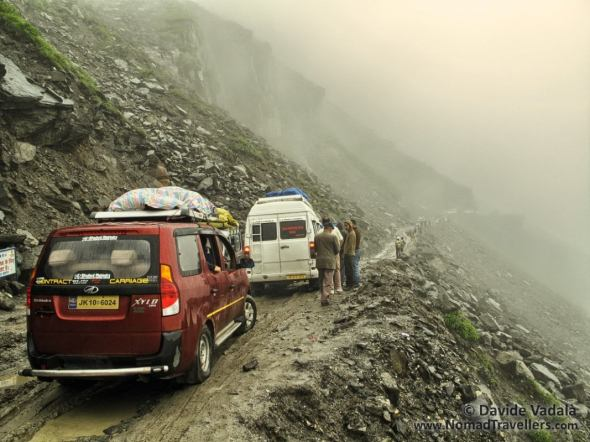 The muddy narrow road after Manali