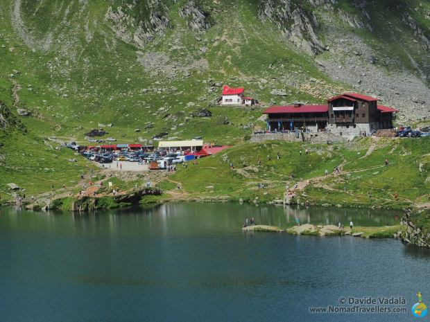 Visitors arriving at Balea Lac