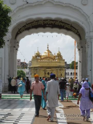 Sikh people use to offer food to pilgrims